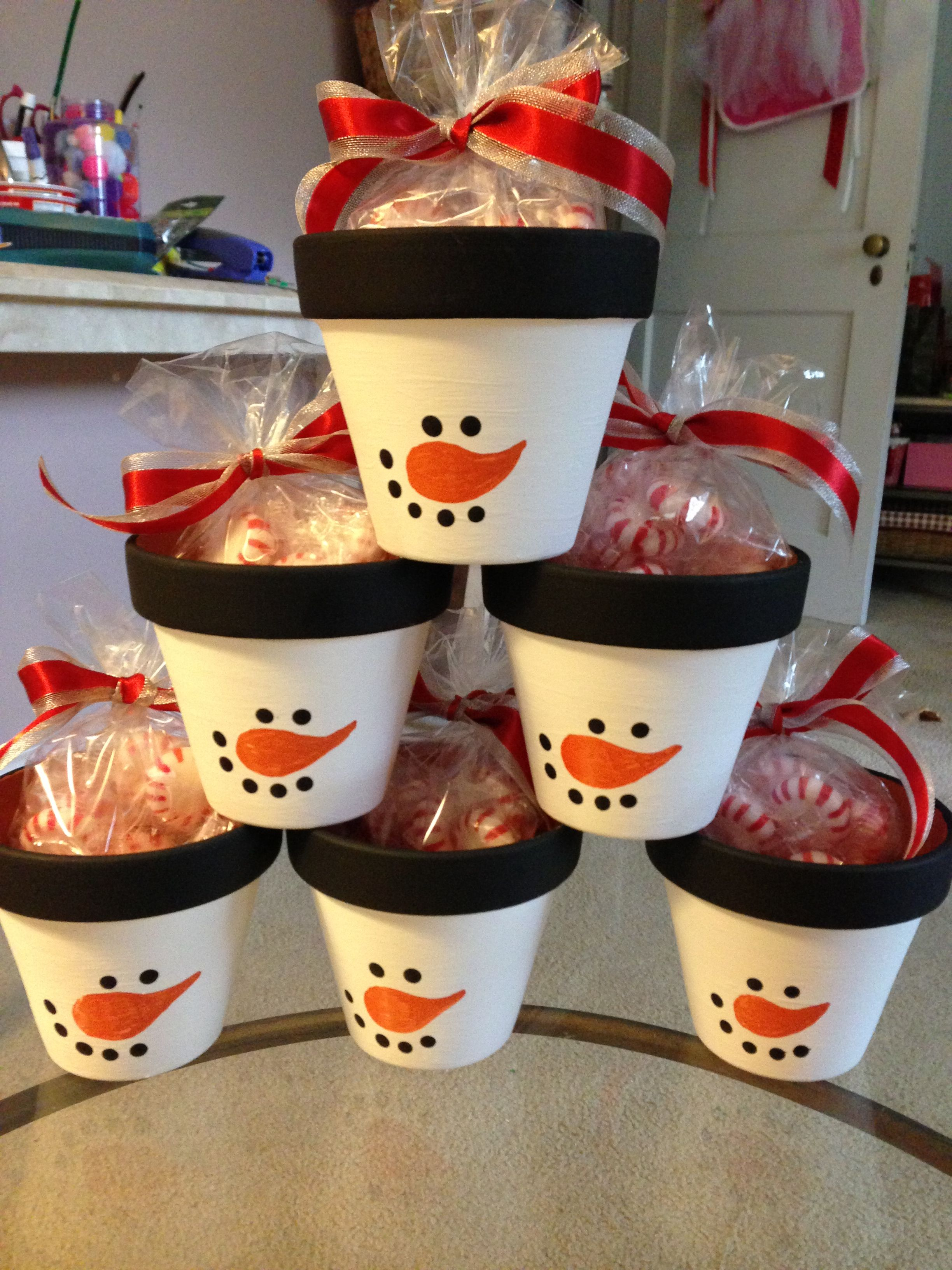 Peppermint Snowman Pots Great Teachers Gifts #secretsantaideas