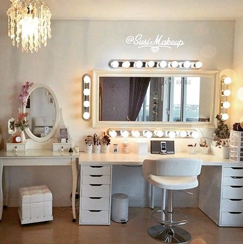 Iphone docking station at the vanity table is an absolute for Salon table and mirror