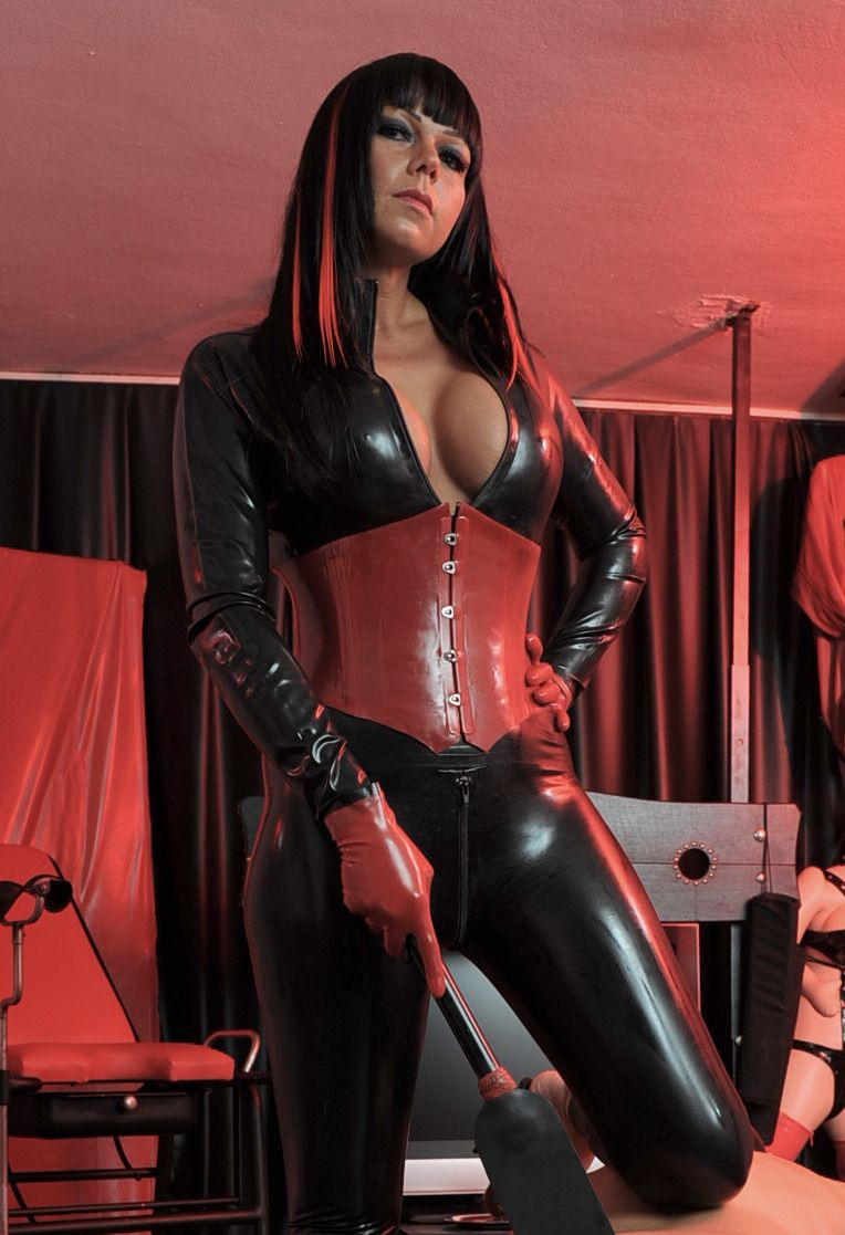 With hot babes latex fetish the expert