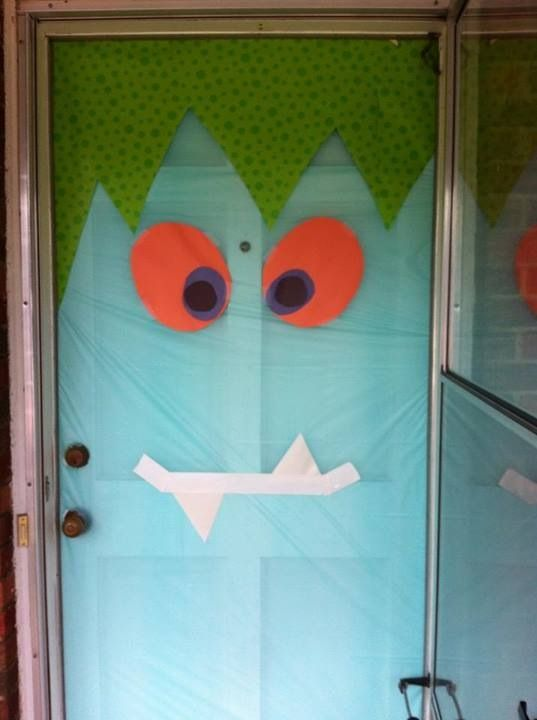 Silly halloween monster door puertas decoradas para - Puertas decoradas halloween ...