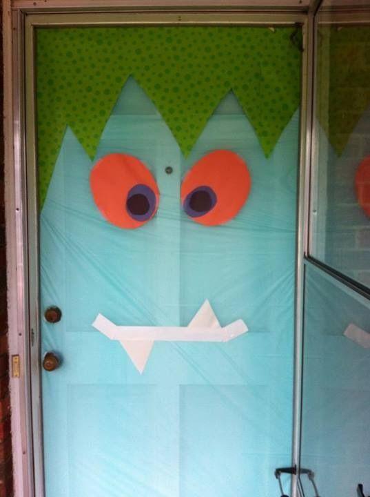 Silly halloween monster door puertas decoradas para for Puertas decoradas halloween