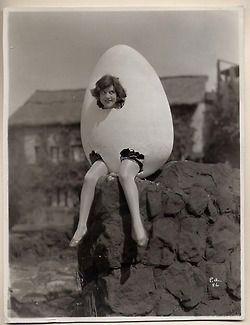 """Passend zu meinem """"inzwischen sehr Vintage"""" Hühnerkostüm: """"vintage egg costume"""""""