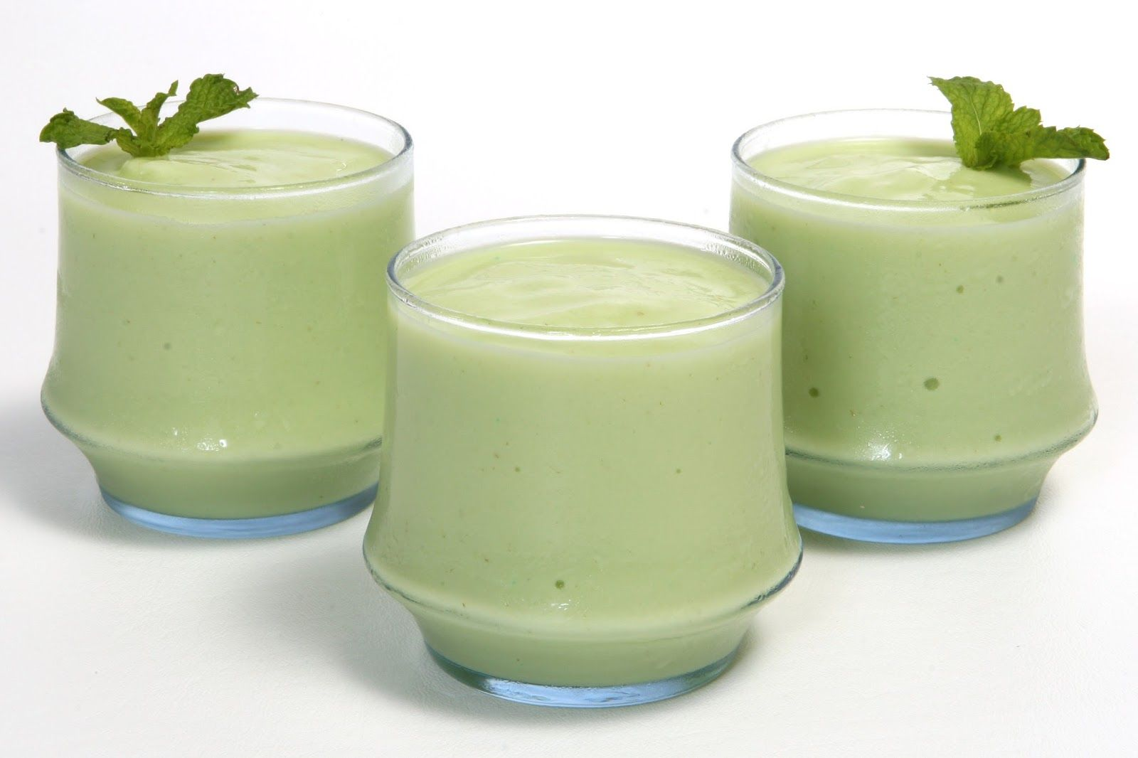 A morning Dash Diet Green Smoothie to start your day off