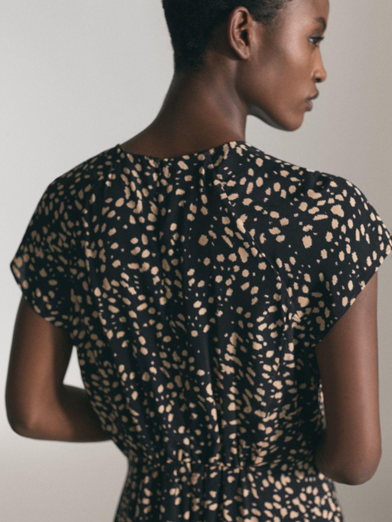 Pin de Araceli Díaz en VeStIdO en 2020 | Camisa negra