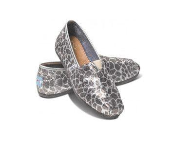 Chaussures classiques pour femme à motif de girafe - 5 cadeaux qui misent sur la générosité