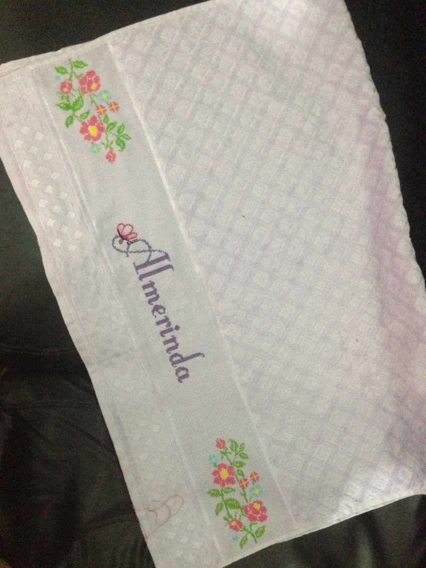 Toalha de banho lilás.