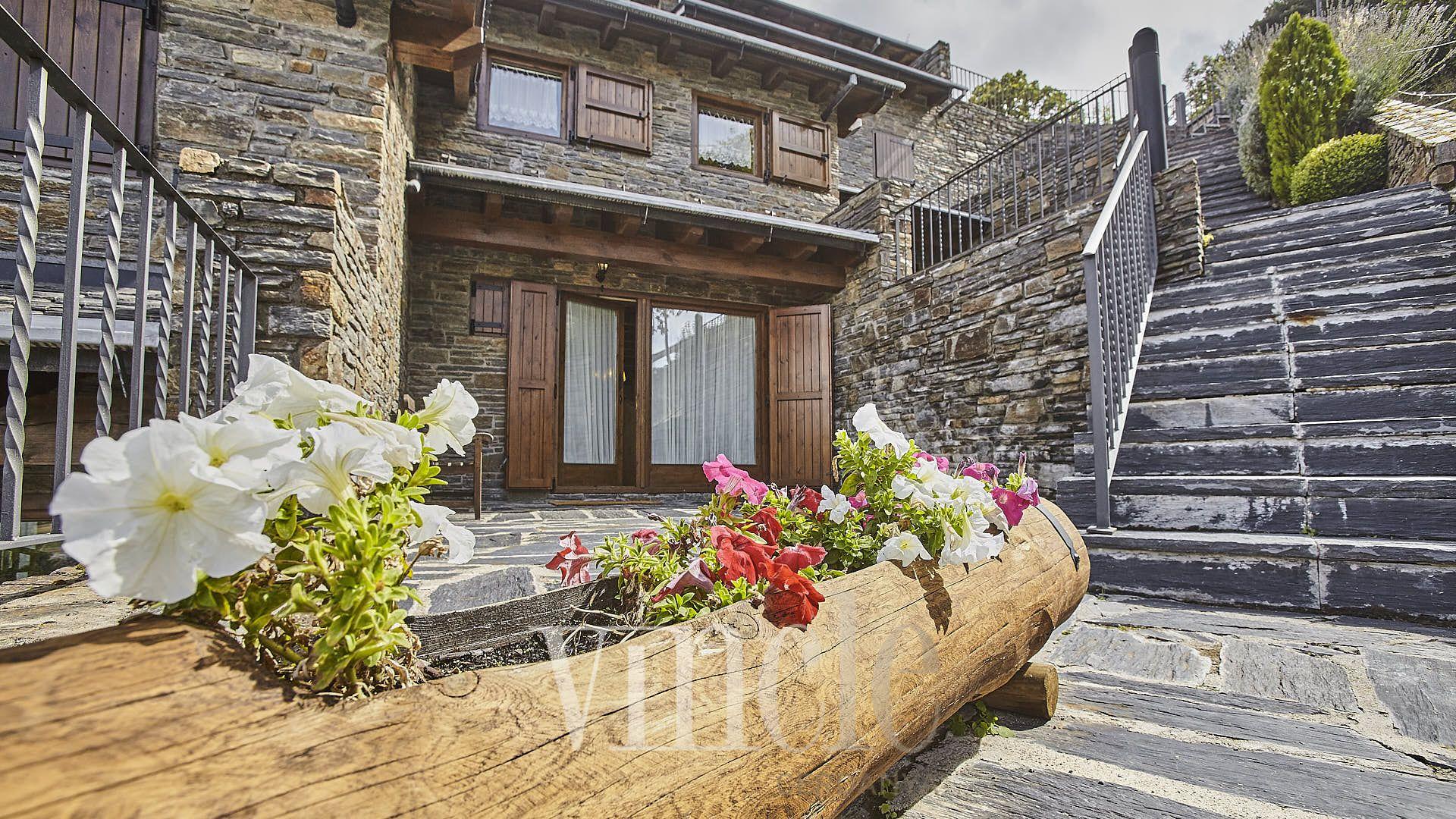 Casa adosada esquinera preciosa con vistas fabulosas y buena ...