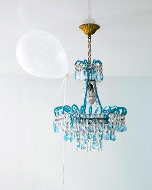 Aquachandelierwhiteballoonlauriefrankel lamps everywhere l mparas cristales y ara as - Lampara arana moderna ...