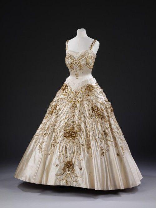 Evening Dress  Norman Hartnell, 1957  The Victoria & Albert Museum