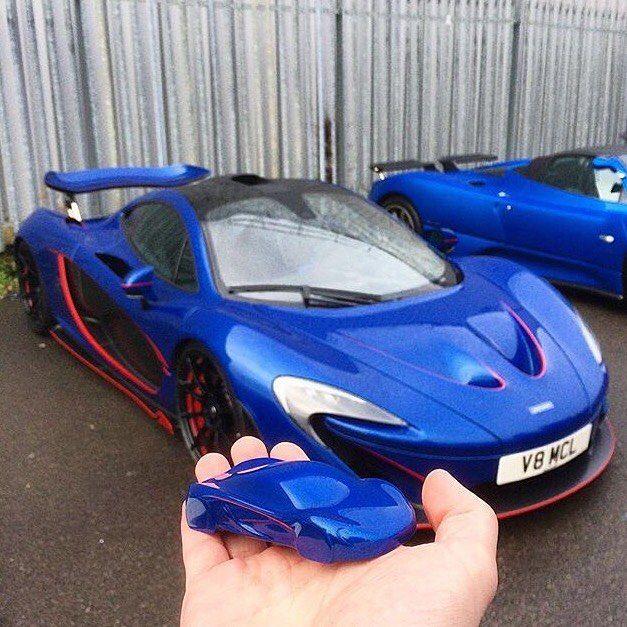 Got shrunk !? Courtesy of @alexpenfold  #joedecariperformancecars #notabluebottle #cecinestpasunflaconbleu #bluecars #histoiresdeparfums #lifestyle #bluespeed