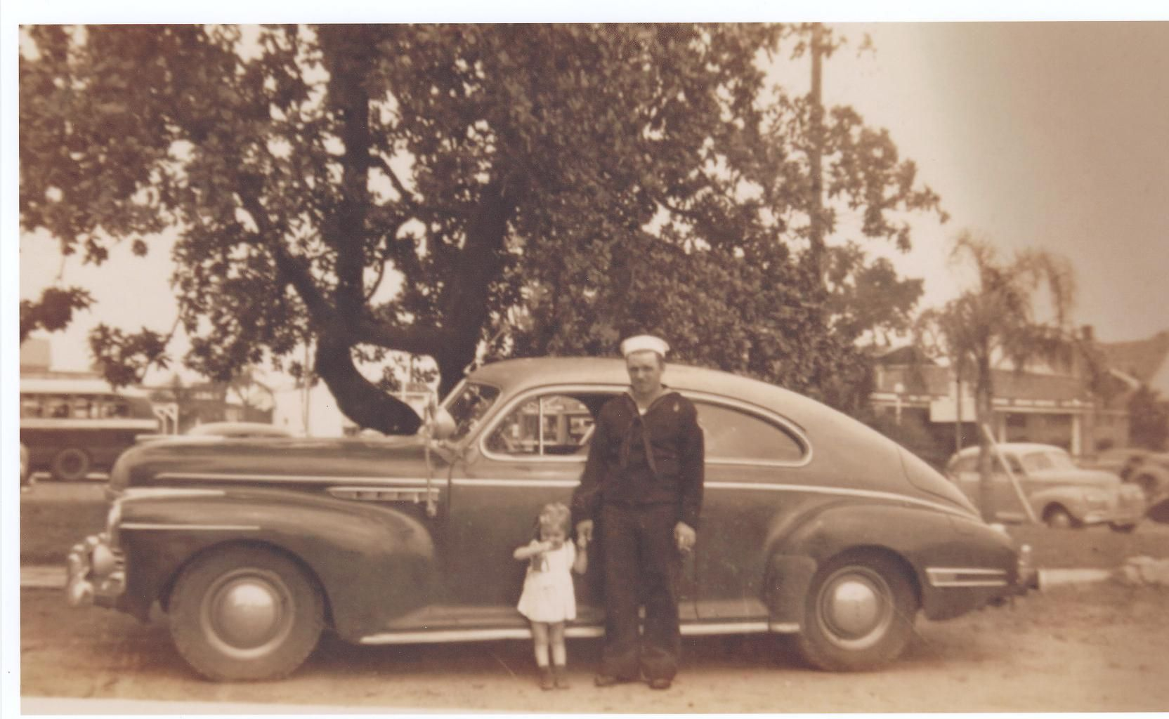 Photo of WWII Veteran Jerry Kinsley with daughter