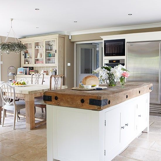 Open Plan Country Kitchen: Country Kitchen With Large Butcher's Block Island