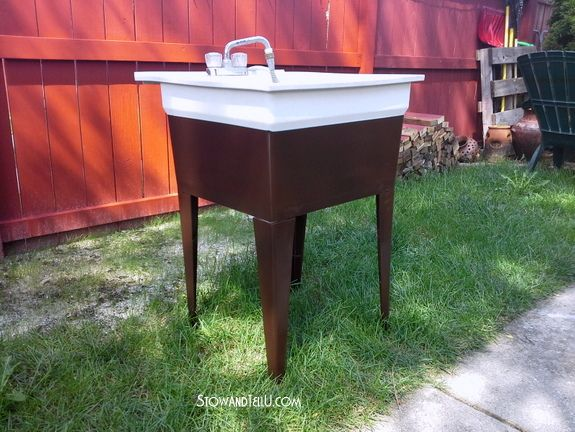 Plastic Laundry Tub Spruced Up With Spray Paint, Painting, Repurposing  Upcycling