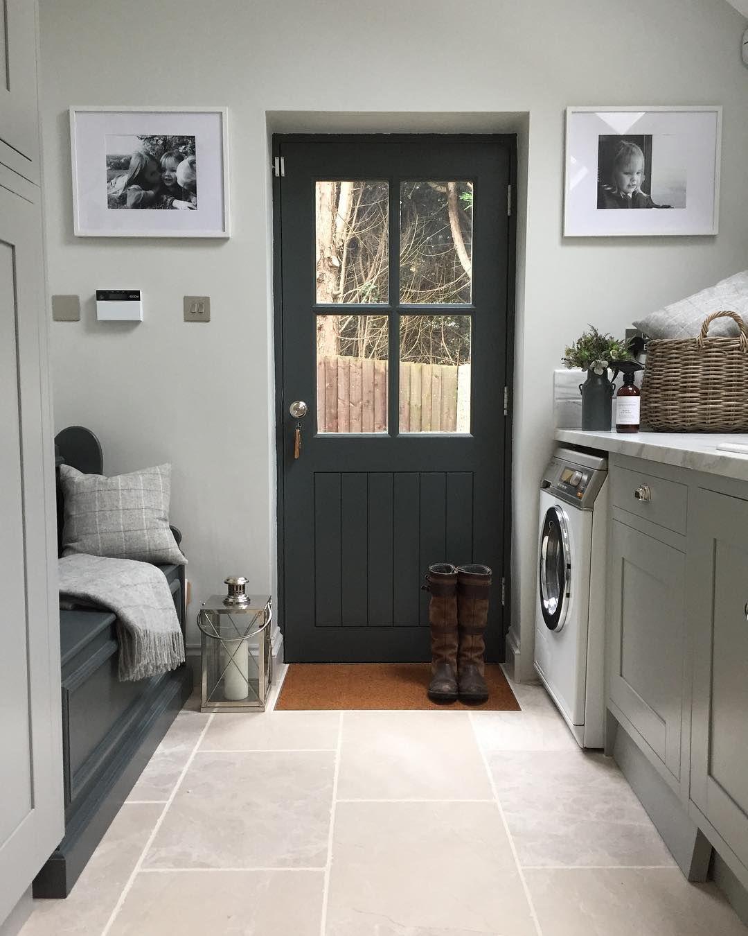 """Photo of JO MILTON INTERIORS auf Instagram: """"Waschküche Boden @floorsofstone – Botticino Marmor, ich liebe meinen Boden! Kissen und werfen @lauraashleyuk, der perfekte Eingang nach einem… """""""