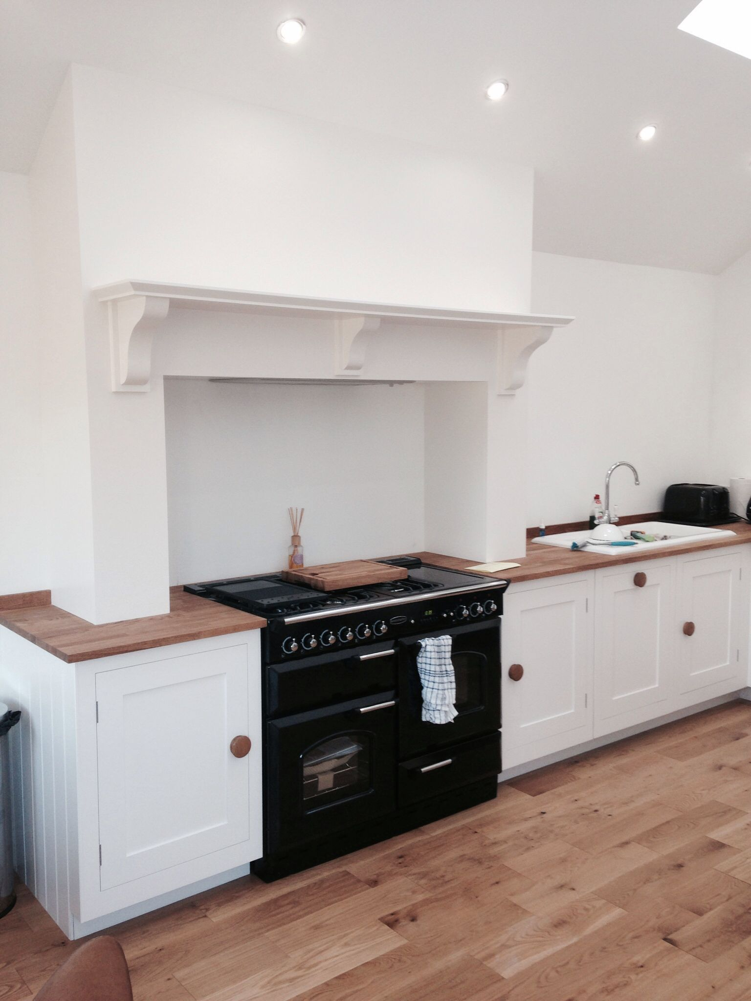 kitchen chimney breast - minimalist design. jacqui @ harvey jones