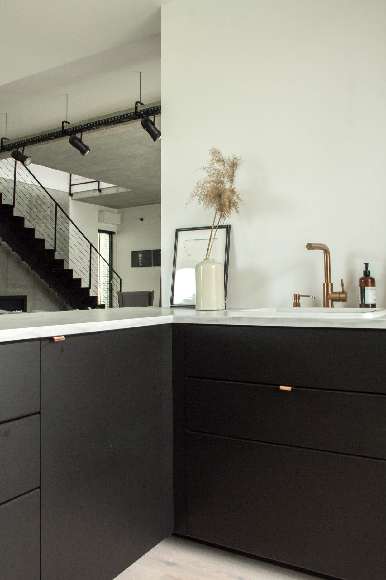 Minimalistic black kitchen in 2020 Black kitchens, Ikea