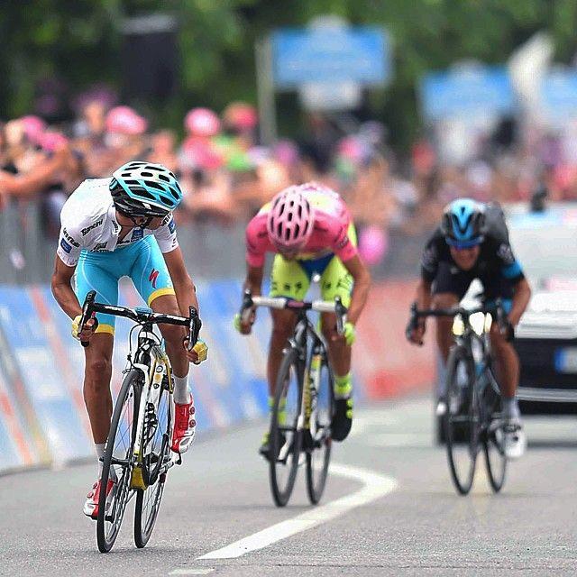 Every second counts #Aru #Contador #Porte @giroditalia #fightforpink Credit @TDWsport (Tim De Waele)
