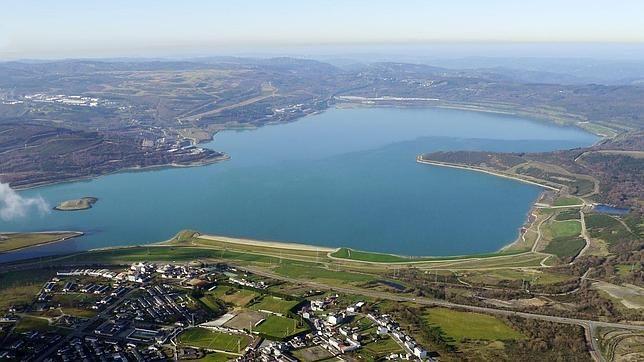 El lago artificial de As Pontes de Garcia Rodríguez, el mayor de España.