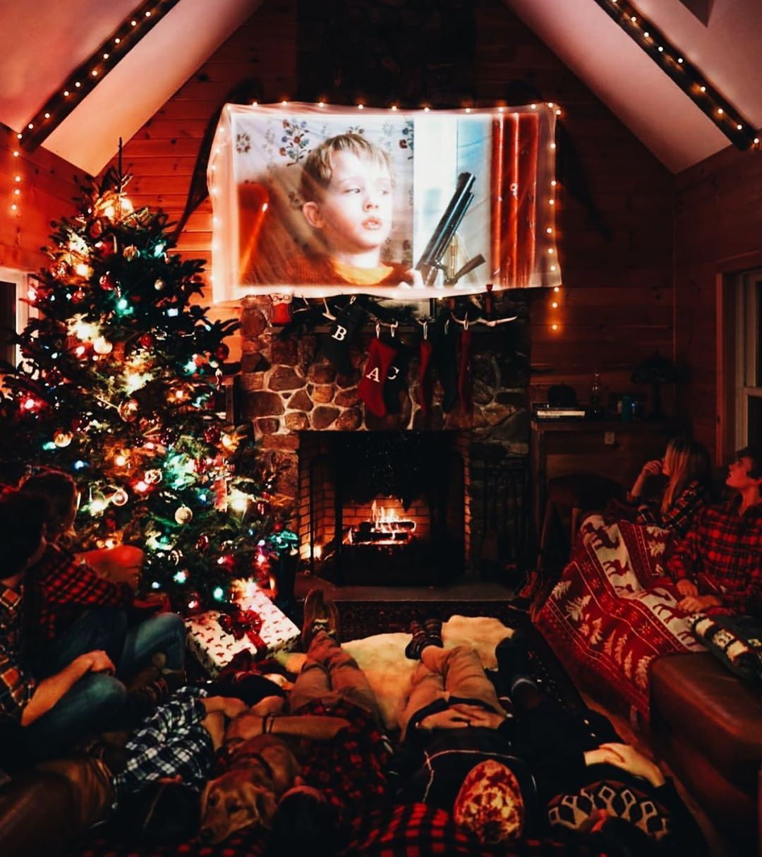 Winter On Instagram Home Alone Comment The Title Of This Movie In Your Native Lan Christmas Decorations Bedroom Christmas Wallpaper Christmas Aesthetic