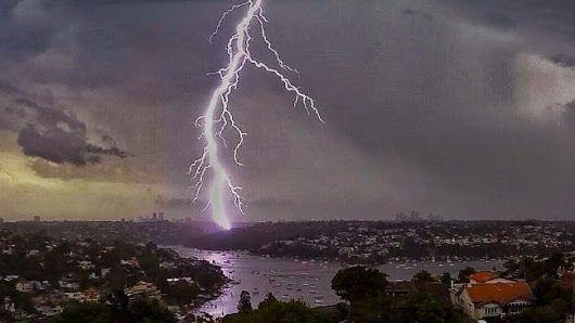 Stunning #lightning display follows deadly heatwave # ...
