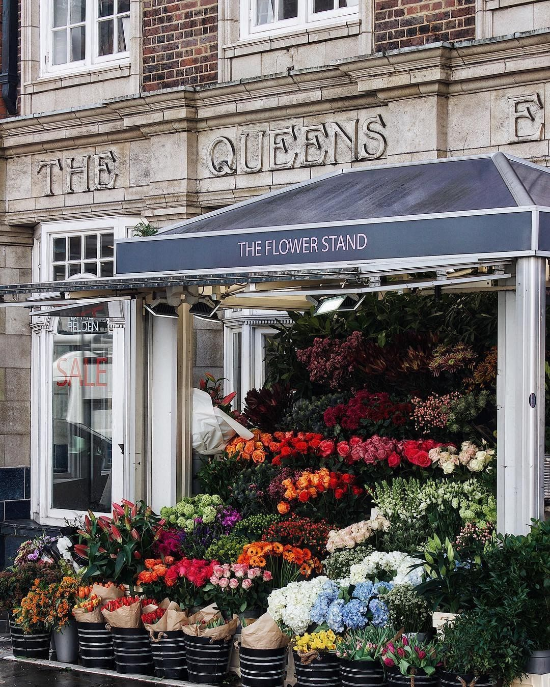 The Flower Shopkeepers On Instagram The Flower Stand Chelsea London Myspaige A Rainbow Of Organized Flowers Wh In 2020 Flower Stands Purple Plants Flower Shop