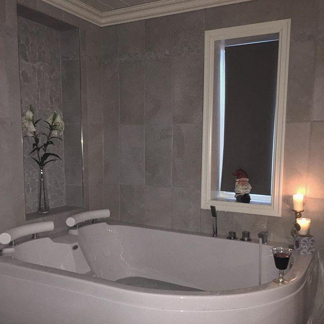 🍷✨👌🏻#baderom #bad #bath #bathroom #bathroomdesign #interior4you1 #Interior123 #interior4all #eleganceroom #inspire_me_home_decor
