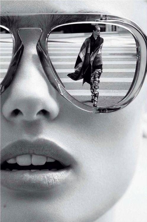 Отражение в очках у негра