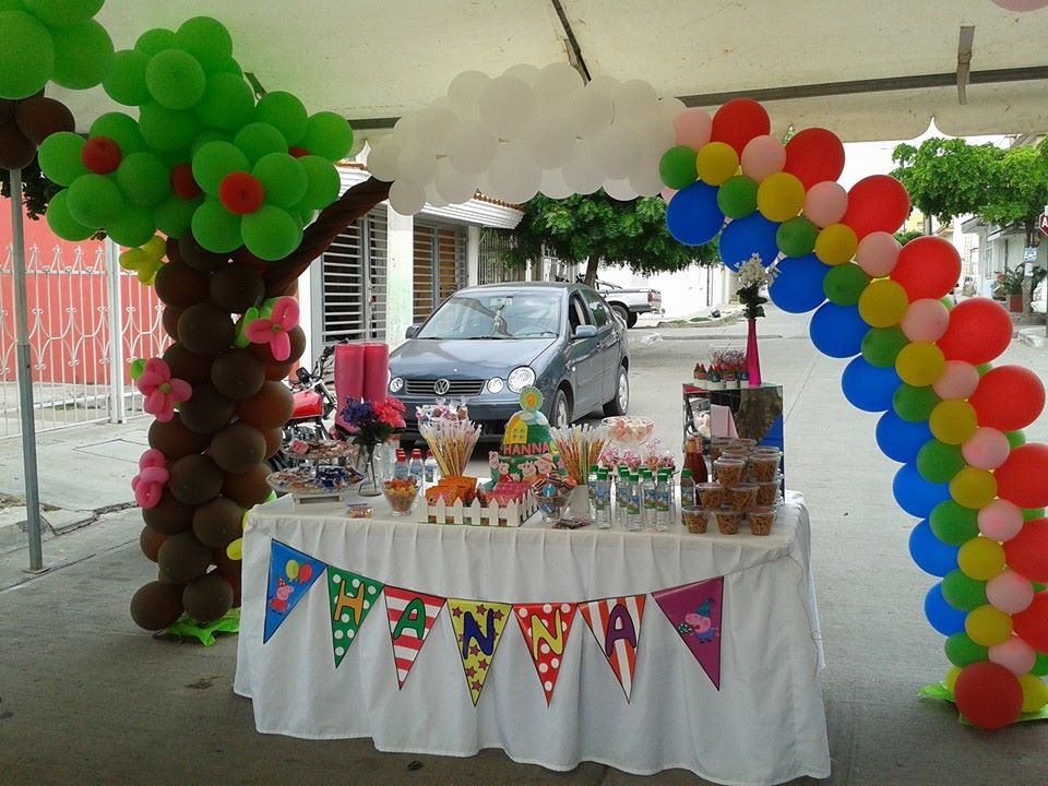 Candy bar peppa pig decoracion con globos peppa pig for Decoracion mesas dulces
