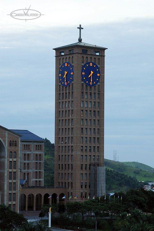 Caracterìsticas: 4 Relojes de 12,5m de diámetro, uno en cada cara de la torre, instalado en el santuario de Aparecida (Brasil), numeros y agujas iluminadas con leds