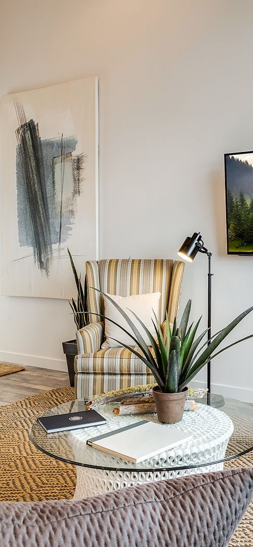 Live Plants Keep Your Living Room Fresh And Vibrant. Family Room Design  Ideas From Candlelight