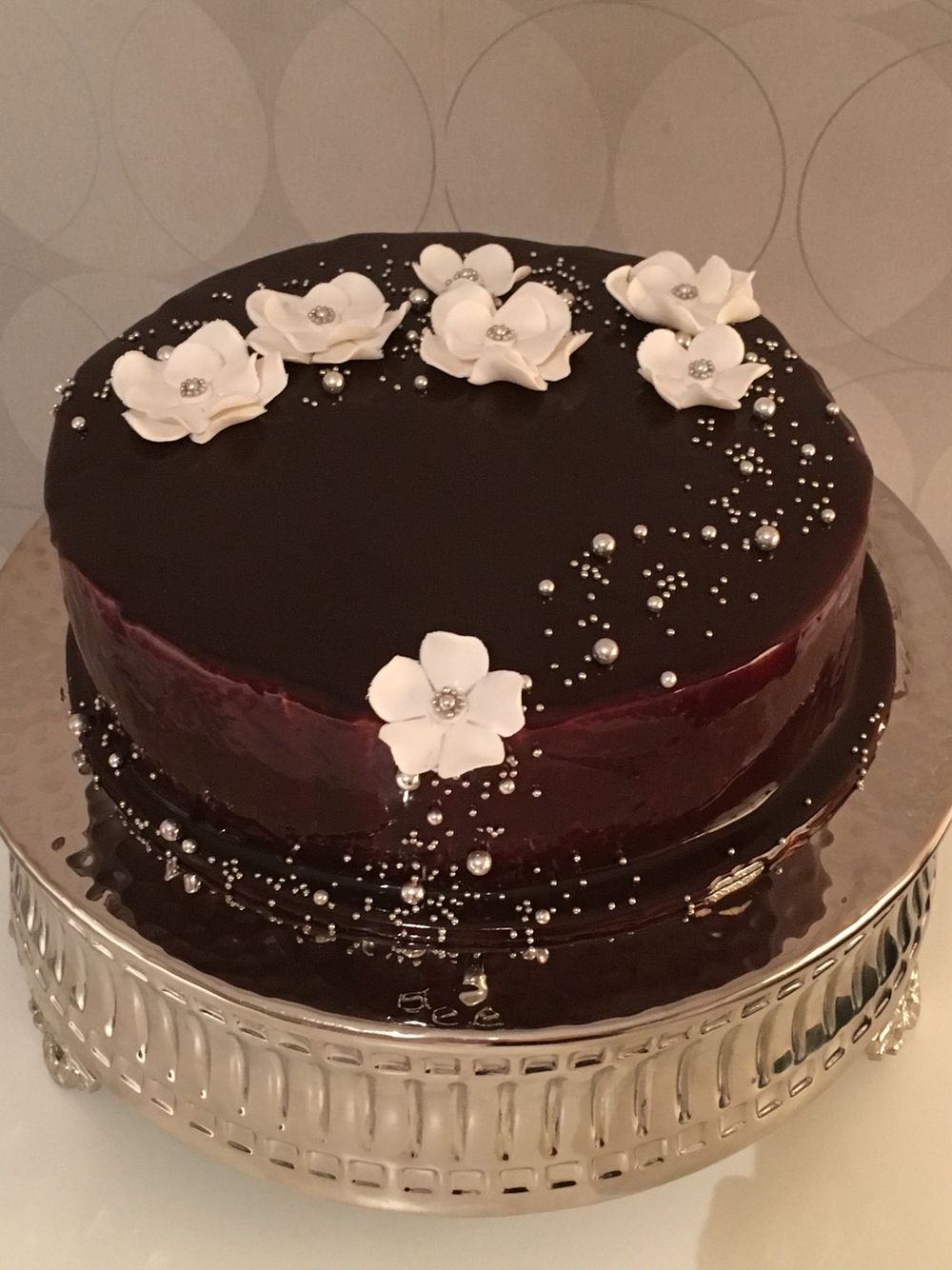 Sponge cake covered by a chocolate mirror glaze. I was so surprised how easy it was and how beautiful it turned out