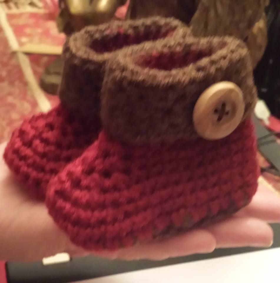Adorable little Ugg\' like boots Free Pattern... thank you \