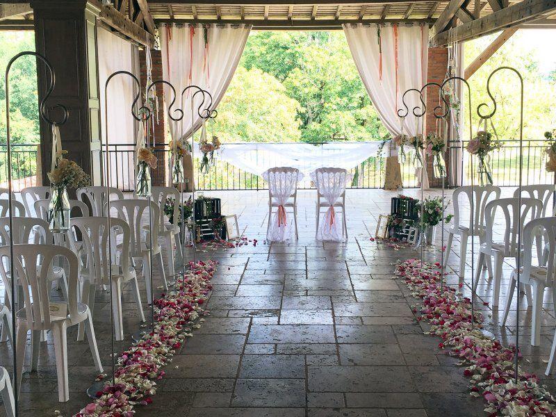 Ceremonie laïque, decoration ceremonie laique, ceremonie en exterieur, ceremonie laique toulouse, allee nuptiale, dais nuptial, houppa, decoration tonnelle, compositions florales, mariage laic toulouse, pétales de roses, fleurs fraîches, fleur ceremonie, bouquet ceremonie, moquette tapis ceremonie, decoration eglise, fleur eglise, mariage laic #decorationeglise Ceremonie laïque, decoration ceremonie laique, ceremonie en exterieur, ceremonie laique toulouse, allee nuptiale, dais nuptial, houp #decorationeglise