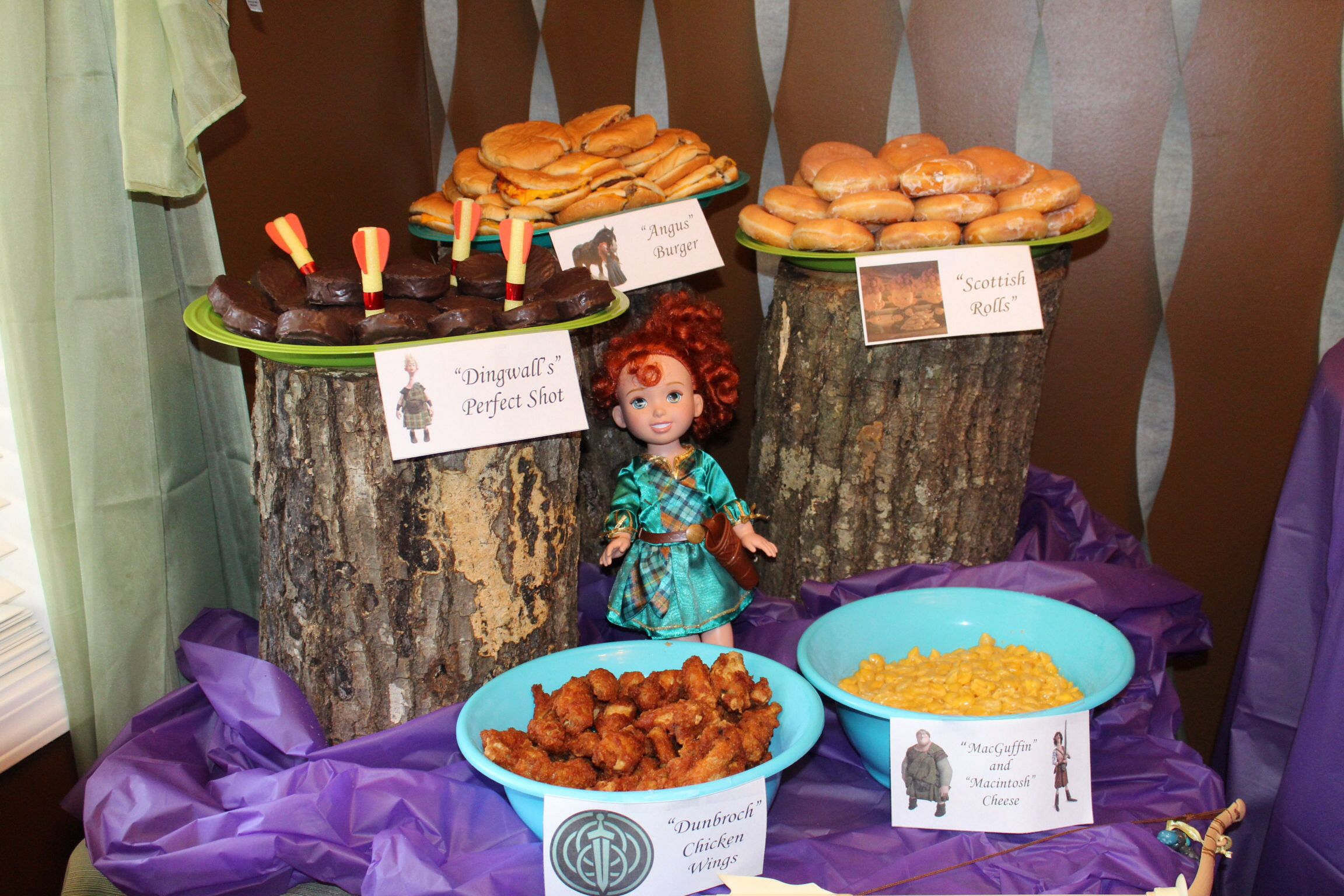 Tree stump food display, Merida doll made an excellent centerpiece, bow and arrow (no weapons on the table), simple menu.  Brave Birthday Party