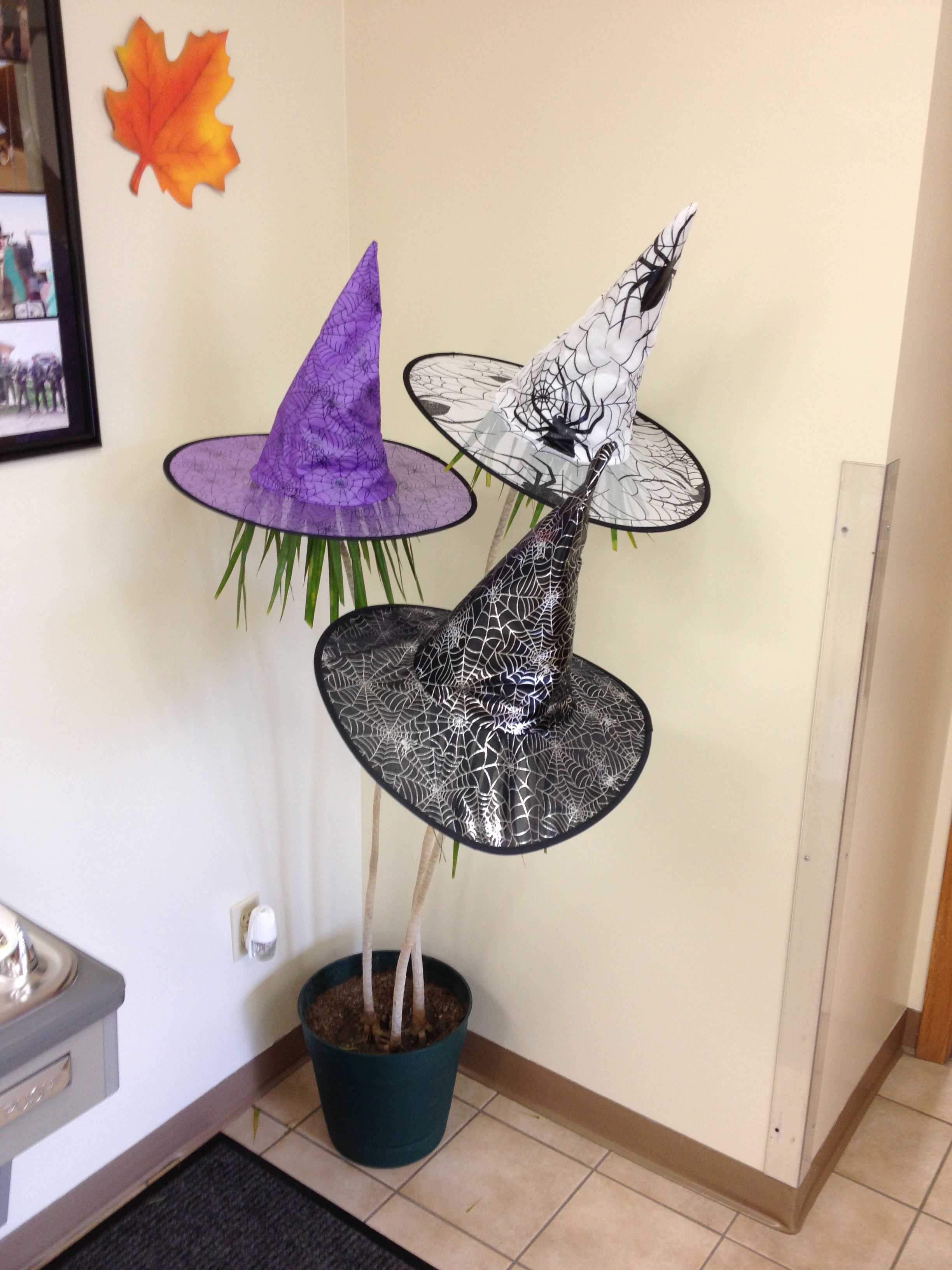 OH this would be perfect for the office decor!!! D Naughtmares - Office Halloween Decor