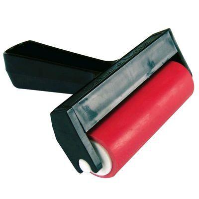 Rolo de Borracha Toke e Crie Feito de borracha, o rolo possui 3,2 cm de diâmetro e 10 cm comprimento. Ideal para uso em decoupage, gravura, encadernação ou com cerâmica plástica e biscuit. Fabricante: Toke e Crie
