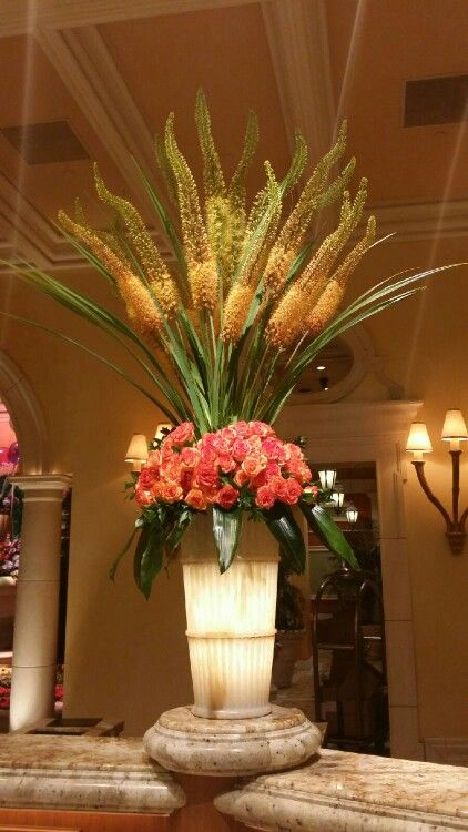 Expectacular Summer Arrangement At The Lobby Of The Bellagio Hotel In Las Vegas Large Flower Arrangements Large Floral Arrangements Fresh Flowers Arrangements