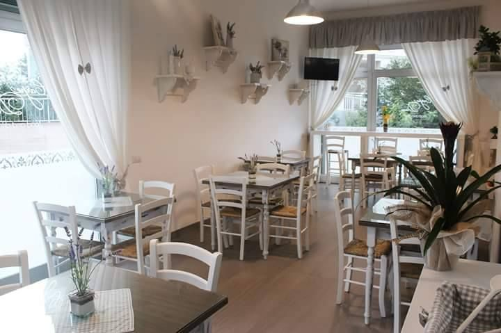 Sedie e tavoli pub ristoranti pizzerie maieron snc www - Stile immobiliare genova ...