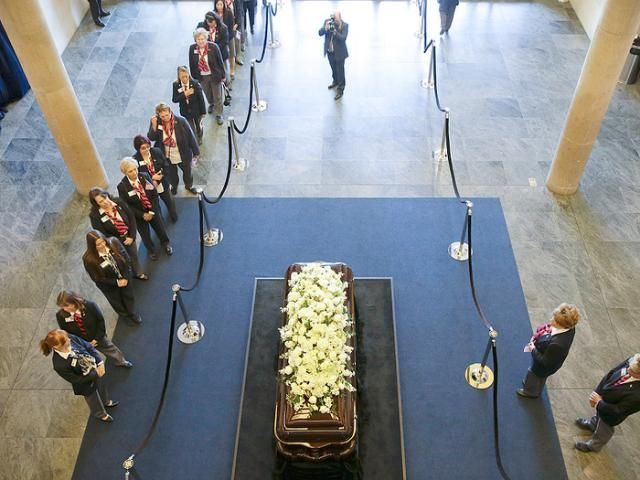 Nancy Reagan Chose Her Funeral Program A Love Letter From Her