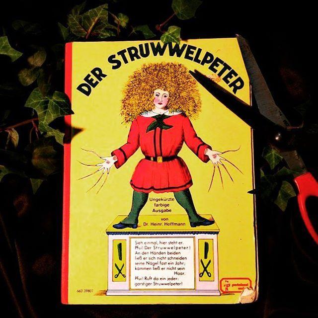 Geliebt oder gehasst? Dieses Buch spaltet die Meinung. Ist es geeignet für Kinder? Oder viel zu grausam? Der Struwelpeter und die Geschichte mit dem Daumenlutschen ...  #lesen #buch #Struwelpeter