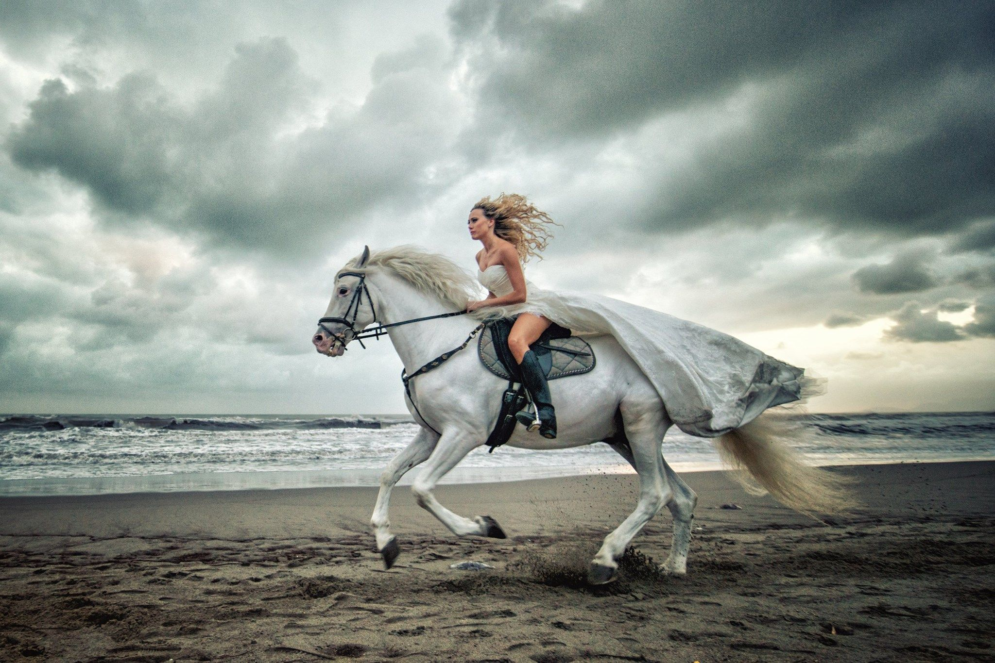 Horse riding bride!. I am so going to ride to my wedding ... Horseback Riding On The Beach Photography