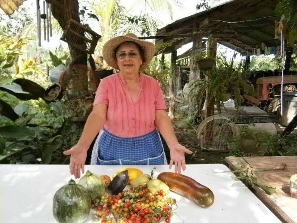 Ella misma cosecha en su patio estas delicias.
