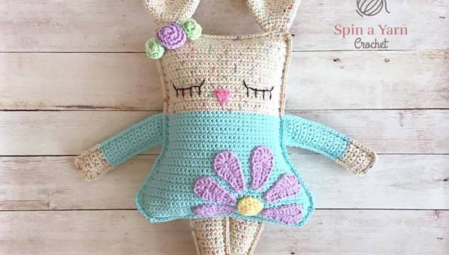 As promised, we have our third Easter/Spring-themed pattern for you today, and she has stolen our hearts! Here in NL,…