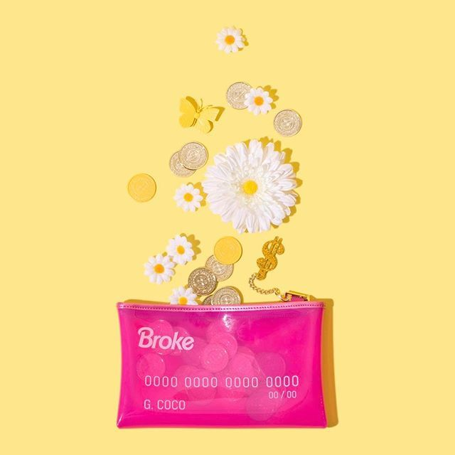 That Friday-Payday-Pocketful-of-Sunshine kinda feeling. 💁🏻🌼💳 #RICH // Still a few hours left to enter to win @studiodiy's SOLD OUT Broke clutch!! Look two posts back to enter... 💕👀👌🏻