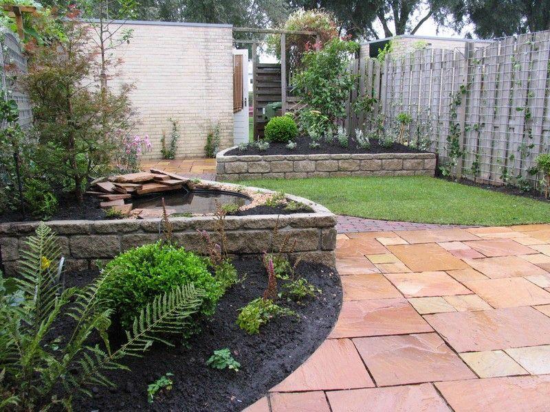 Kleine tuin met ronde vormen en gazon | Tuin | Pinterest | Gardens ...