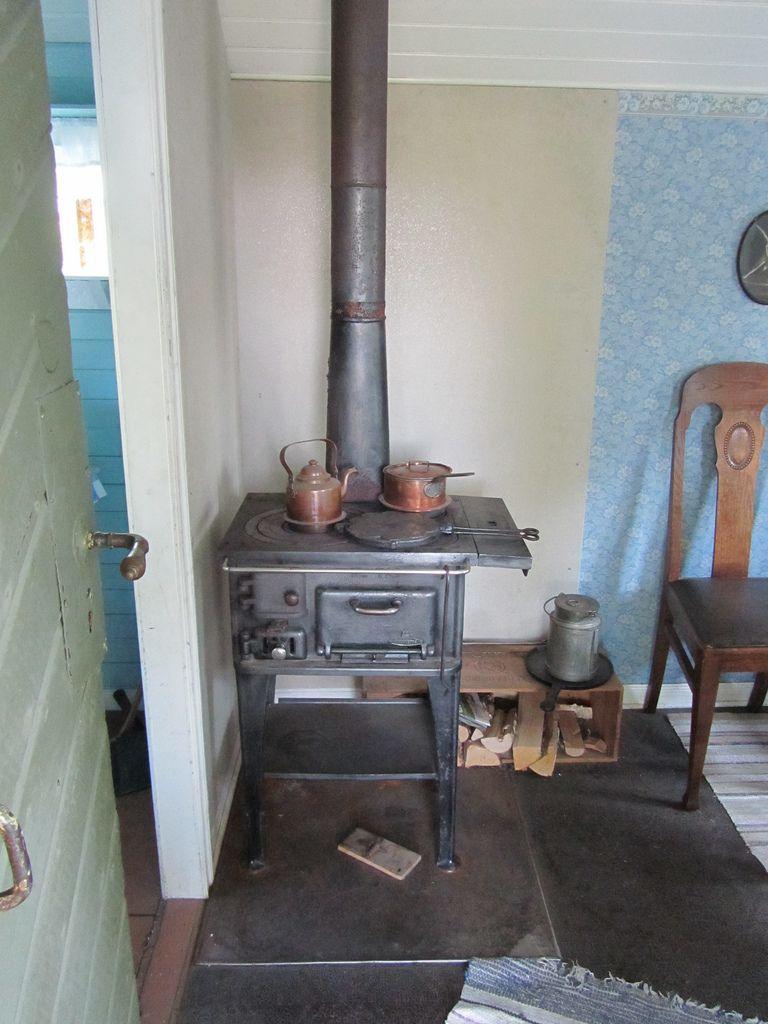 tiny house interior skansen sweden haus tr ume und. Black Bedroom Furniture Sets. Home Design Ideas
