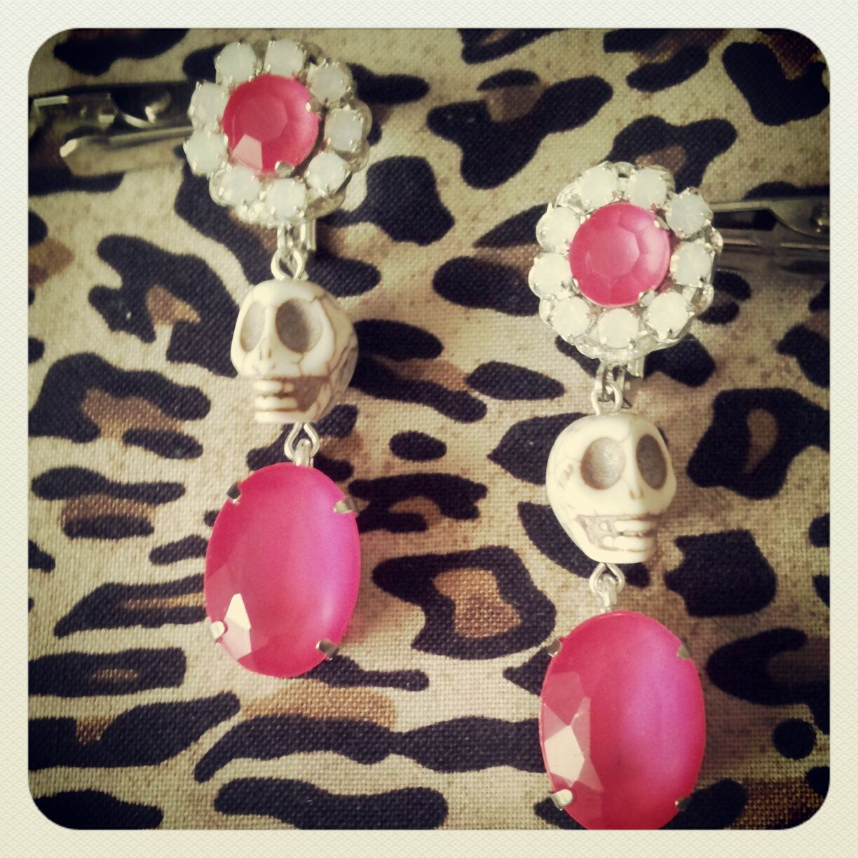 #DIY for #Marni inspired earrings. More pictures & others projects here: http://madebygenevieve.blogspot.fr/2013/01/neon-new-year-nouvelle-annee-fluo.html
