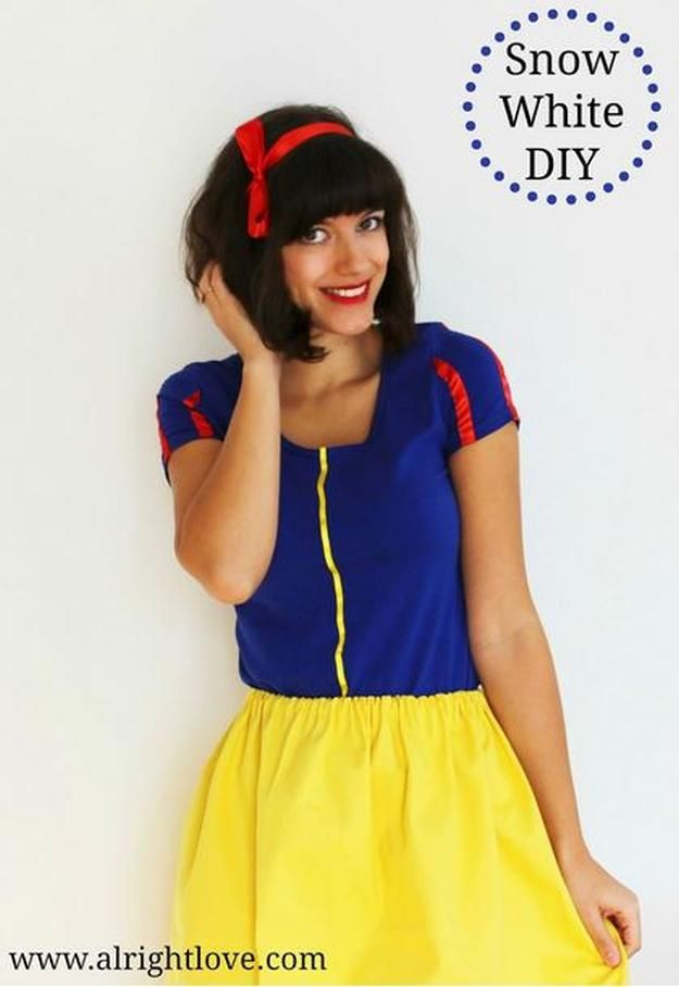 12 DIY Snow White Costume Ideas for Halloween Diy snow white