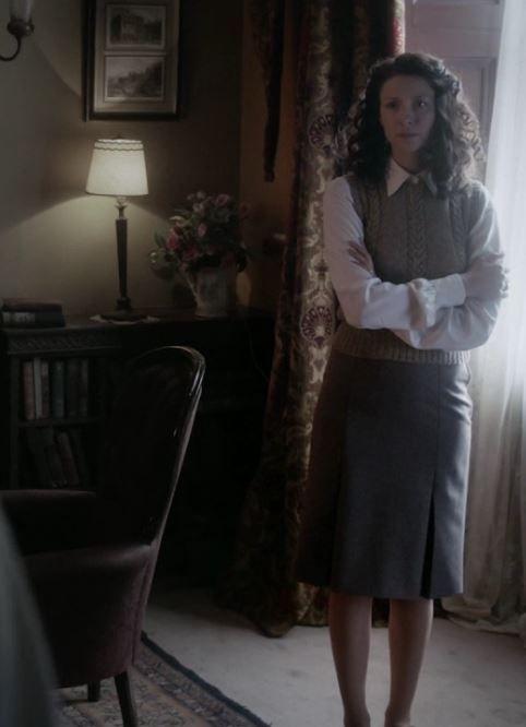 outlander season 2, sets and costumes, Jamie Fraser, Claire, episode 1. poor frank. :(