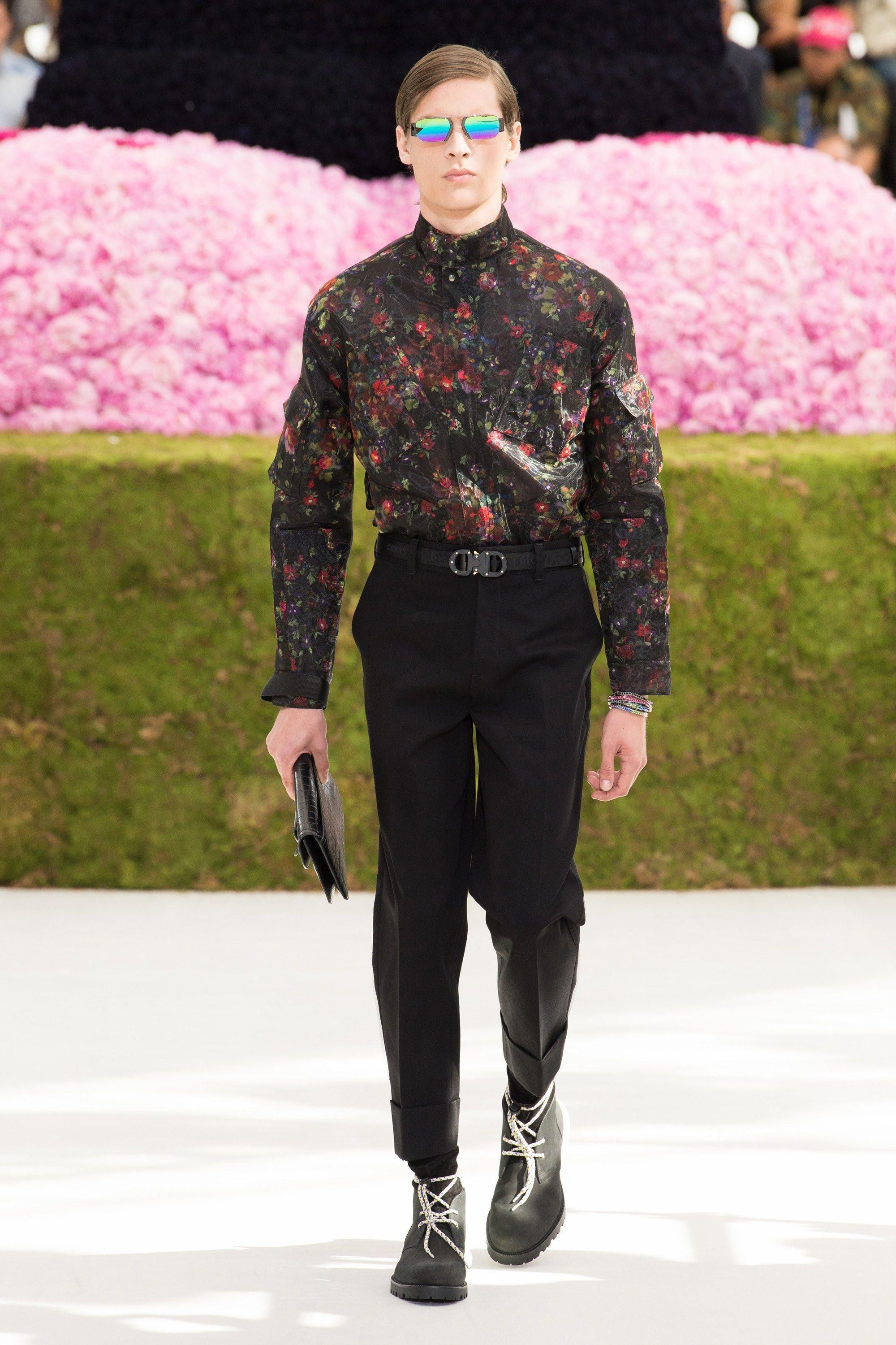 08f8d2de4bef Dior Homme Spring 2019 Menswear Paris Collection - Vogue  ItalianFashion